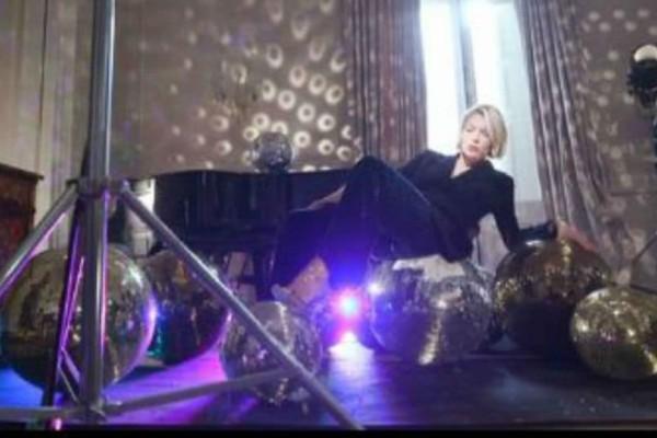 GNTM: Παρέδωσε μαθήματα modelling η Βίκυ Καγιά! - Άφωνες οι παίκτριες με το σηκωμένο πόδι της! (βίντεο)