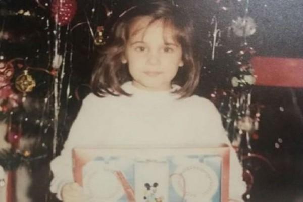 Ποιο είναι το κοριτσάκι της φωτογραφίας; Πασίγνωστη, κούκλα, ξανθιά Ελληνίδα ηθοποιός!