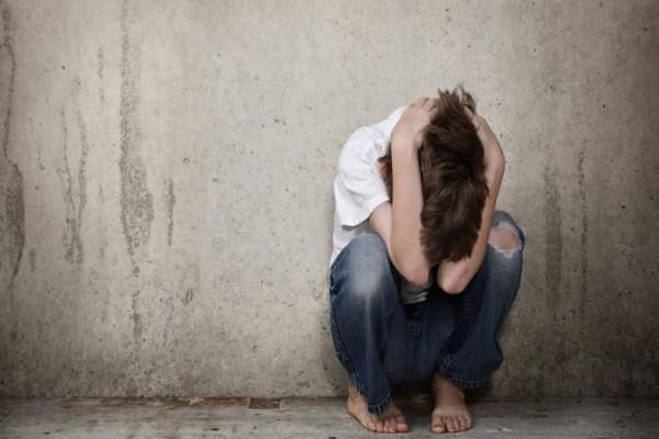 Το δράμα ενός 4χρονου στο Πήλιο: Ζούσε σε σπίτι χωρίς ταβάνι, έτρωγε στο πάτωμα και δεν ξέρει να μιλάει!
