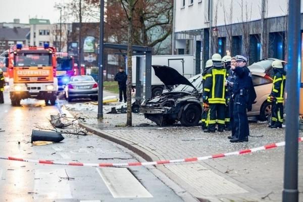 Τρόμος στη Γερμανία: Αυτοκίνητο έπεσε πάνω σε πεζούς! (Video)