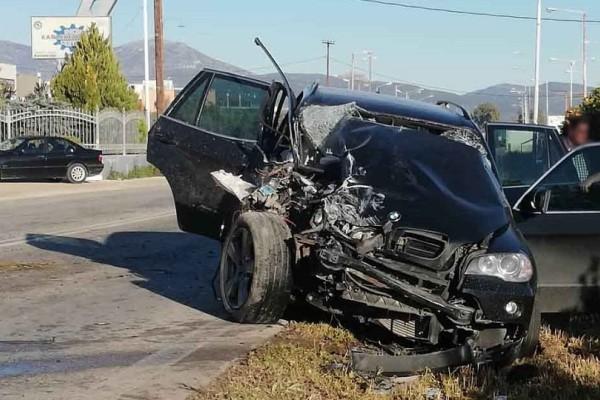Άργος: Σοβαρό τροχαίο με εγκλωβισμό και τρεις τραυματίες! (Photos & Video)