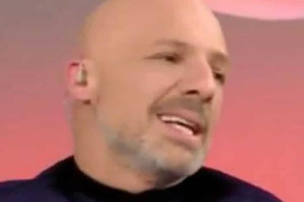 Νίκος Μουτσινάς: Το τηλεφώνημα που δέχτηκε on air και ξαφνιάστηκε (video)