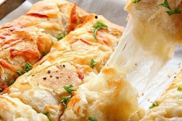 Μοναδικά μπαστουνάκια ψωμιού με τυρί και σκόρδο!