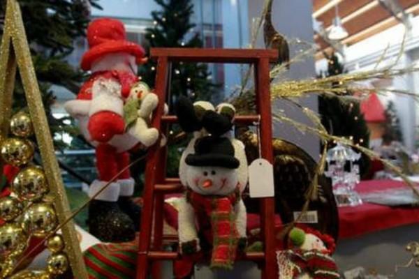 Σας αφορά: Πώς θα λειτουργήσουν παραμονή Χριστουγέννων τα καταστήματα;