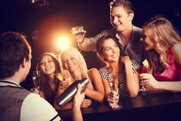 Ζώδια και χαρακτηριστικά: Πώς αντιδρά το καθένα πριν τη βραδινή έξοδο