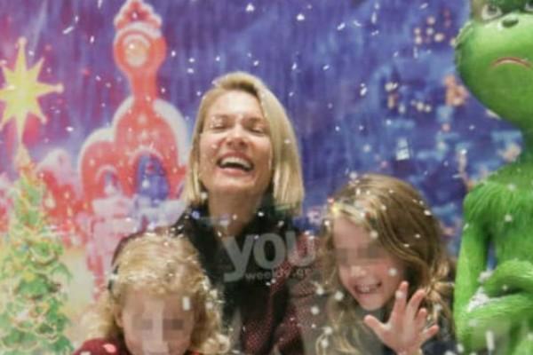 Βίκυ Καγιά: Οικογενειακή έξοδος με τις κόρες της σε κλίμα γιορτινό!