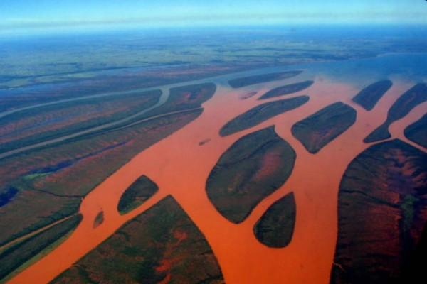 Ένα «κόκκινο» ποτάμι στη Μαδαγασκάρη