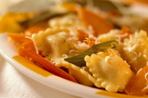 Ραβιόλια με κόκκινη σάλτσα τυριών!
