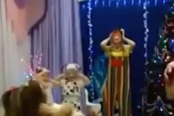 Πανικός σε χριστουγεννιάτικη γιορτή: O Άγιος Βασίλης έπαθε ανακοπή και πέθανε! (video)