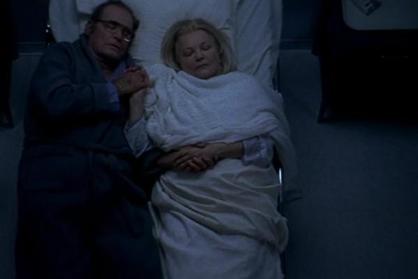 Σαν σε ταινία: Έφυγαν αγκαλιασμένοι από τη ζωή στο κρεβάτι τους!