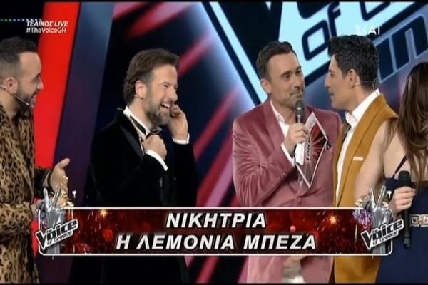 The Voice: Το κ@λοδάχτυλο του Μουζουράκη στον Μαραβέγια στον τελικό! (video)