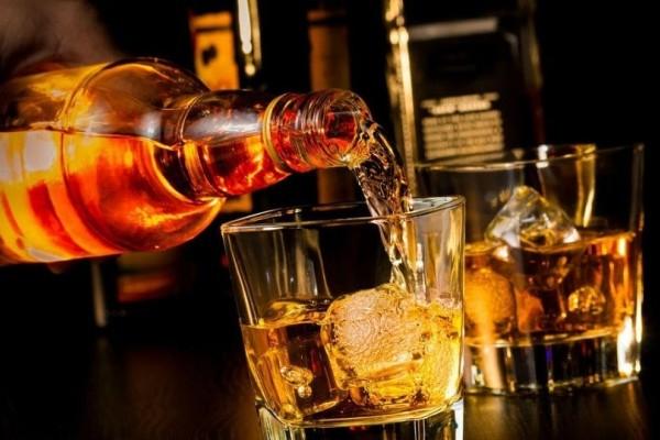 Αλκοόλ: Πόσες ώρες χρειάζονται για να καθαρίσει ο οργανισμός;