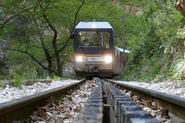 Λόγω κατολίσθησης αναστέλλονται δρομολόγια στη σιδηροδρομική γραμμή Διακοπτό-Καλάβρυτα!