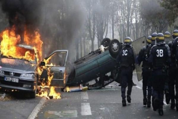 Οι Γάλλοι διαδηλώνουν με το σύνθημα: «Εμείς δεν είμαστε Έλληνες να κοιμόμαστε!»
