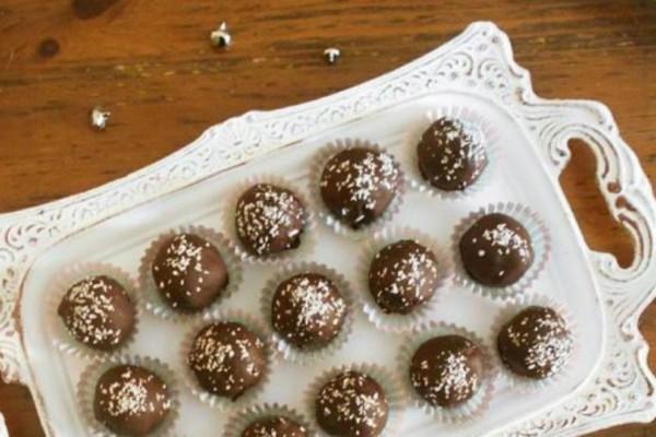 Σοκολατάκια καρύδας χωρίς ζάχαρη