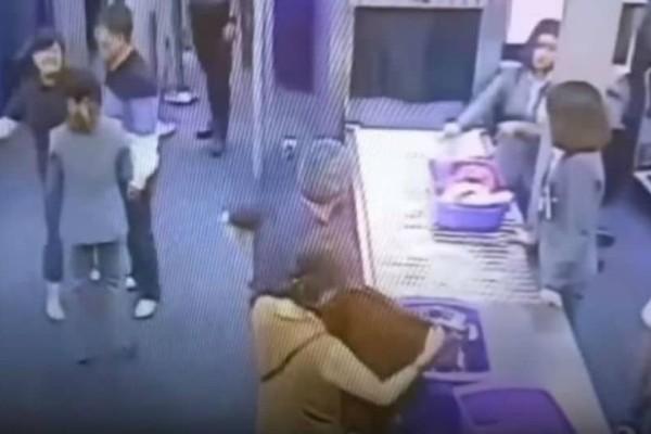 Τουρίστρια χαστούκισε υπάλληλο στο αεροδρόμιο επειδή της έκανε... έλεγχο! (video)