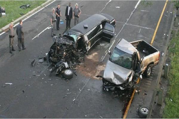 Μεθυσμένος οδηγός πέφτει στο αυτοκίνητο της οικογένειας της νύφης, μετά η αστυνομία βλέπει το τρακάρισμα και κάνει μια φρικτή ανακάλυψη!
