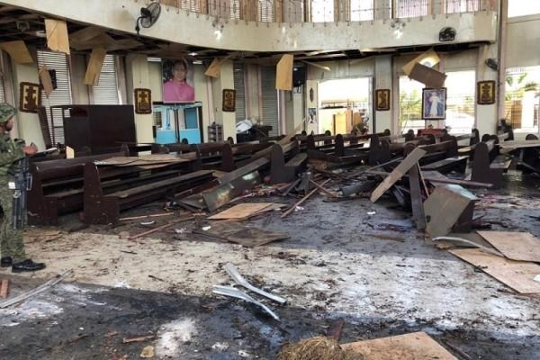 Βομβιστική επίθεση σε εκκλησία στις Φιλιππίνες: 18 νεκροί, 83 τραυματίες!