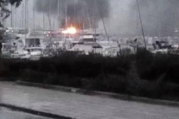 Πάτρα: Μεγάλη φωτιά σε δύο ιστιοφόρα στο παλιό λιμάνι!