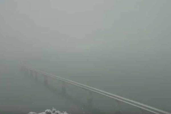 Τρομερές εικόνες στην Κοζάνη: Το χιόνι... εξαφανίζει γέφυρα τεχνητής λίμνης!