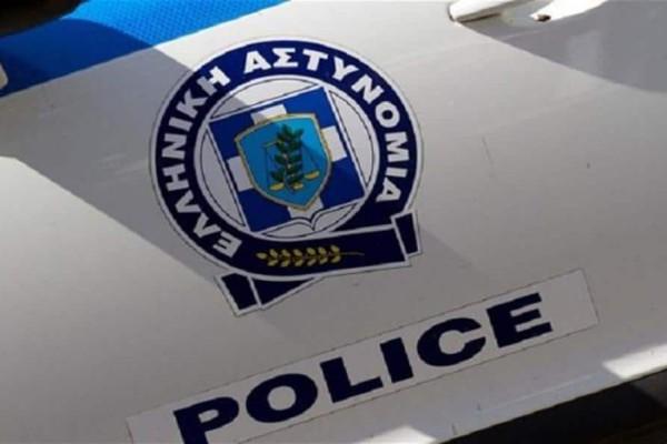 Συναγερμός στο κέντρο της Αθήνας! Άνδρας έβαλε δύο φωτιές και έχει ταμπουρωθεί σε σπίτι!