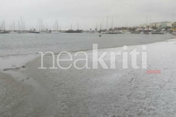 Απίστευτες εικόνες: Μέχρι τη θάλασσα έφτασε το χιόνι στο Ρέθυμνο!