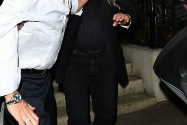 Πασίγνωστος ηθοποιός έγινε τύφλα στο μεθύσι! Δεν μπορούσε να σταθεί στα πόδια του....