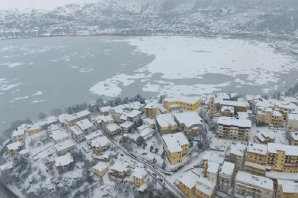 Καστοριά: Υπέροχες εικόνες από drone! - Ένα απέραντο παγοδρόμιο η περίφημη λίμνη!