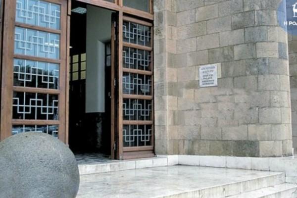 Ροδίτης ζητεί αποζημίωση 100.000 ευρώ για υβριστικά σχόλια εις βάρος του στο Facebook