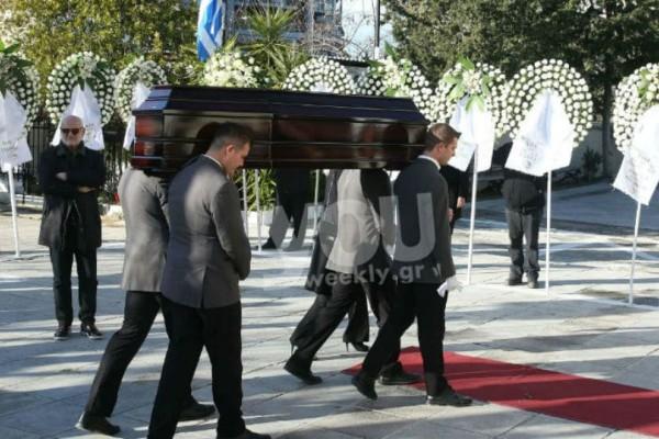 Το τελευταίο αντίο είπαν φίλοι και συγγενείς στην Κική Σεγδίτσα!