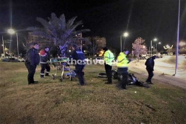 Τροχαίο σοκ στη Θεσσαλονίκη: Μοτοσικλετιστής έχασε τον έλεγχο και κατέληξε στον... Λευκό Πύργο!