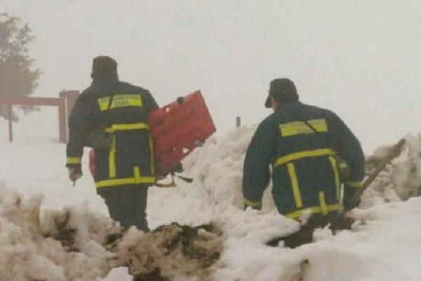 Φθιώτιδα: Επιχείρηση διάσωσης άνδρα που εγκλωβίστηκε στα χιόνια