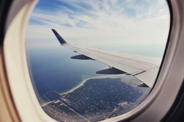 Εσύ το είχες σκεφτεί ποτέ; - Αυτός είναι ο λόγος που τα αεροσκάφη έχουν οβάλ παράθυρα!