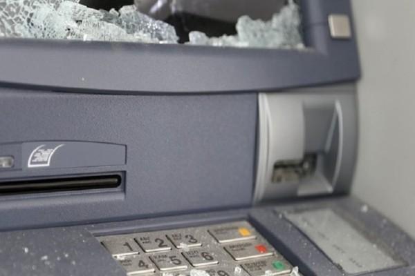 Συναγερμός στη Σαλαμίνα: Ανατίναξαν ΑΤΜ και διέφυγαν με τα χρήματα!