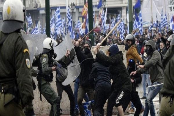 Συλλαλητήριο για τη Μακεδονία: Προσαγωγές κουκουλοφόρων από τα ΜΑΤ!