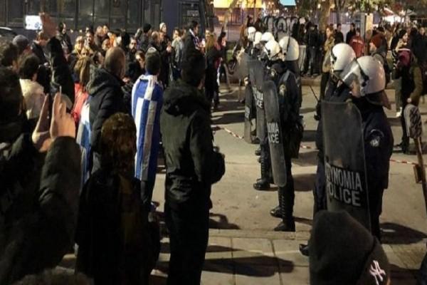 Θεσσαλονίκη: Ένταση και αποδοκιμασίες για τον Προκόπη Παυλόπουλο! (video)