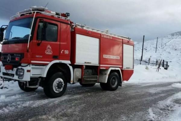 Ναυπακτία: Εγκλωβίστηκε στα χιόνια εξαμελής οικογένεια!