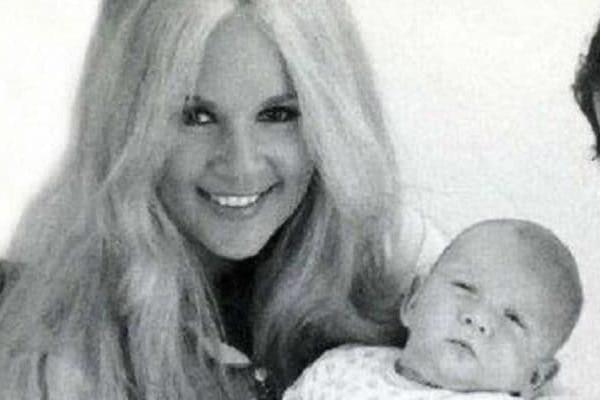 Η κρυφή γέννα και το άγνωστο παιδί της Αλίκης Βουγιουκλάκη!