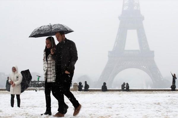 Η φωτογραφία της ημέρας: Στιγμιότυπο από το χιονισμένο Παρίσι!
