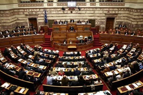 Τι προβλέπει το Σύνταγμα για την πτώση μιας κυβέρνησης;