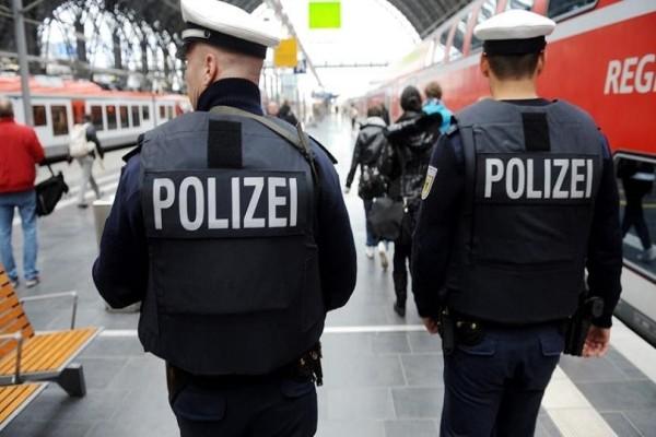 Συναγερμός στη Γερμανία: Οδηγός έπεσε με αυτοκίνητο σε πεζούς!