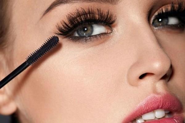 Καφέ μάσκαρα: Το μυστικό για λαμπερό βλέμμα!