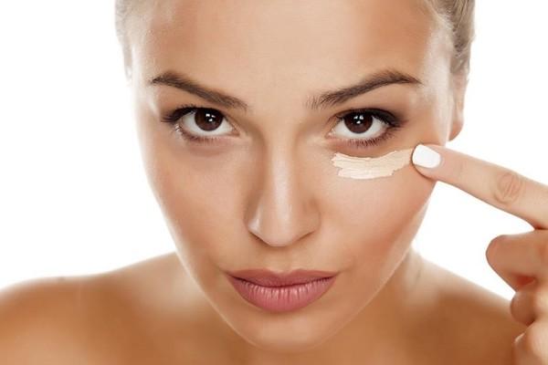 Πώς θα τοποθετήσεις σωστά την κρέμα ματιών σου!