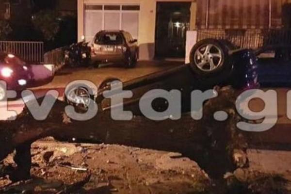 Τρομακτικό τροχαίο στη Λιβαδειά: ΙΧ χτύπησε σε δέντρο, το ξερίζωσε και ντελαπάρισε