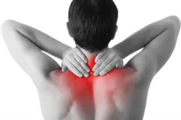 Έξυπνα tips για να διώξτε τον πόνο του αυχένα!