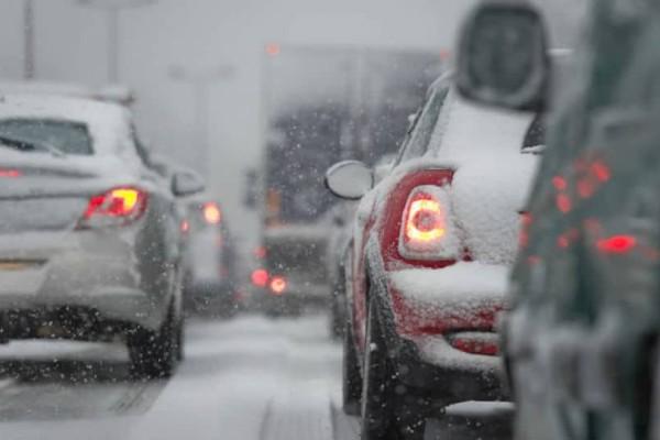 Συμβαίνει τώρα: Διακοπή κυκλοφορίας σε δρόμους της Αττικής λόγω χιονόπτωσης!