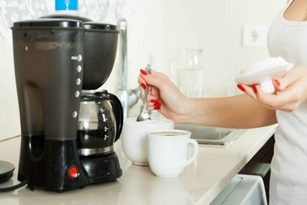 Εύκολα tips για να καθαρίσεις γρήγορα την καφετιέρα από τα άλατα!