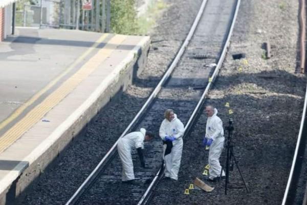 Φρίκη σε τρένο στο Λονδίνο: Άγρια δολοφονία επιβάτη με μαχαίρι