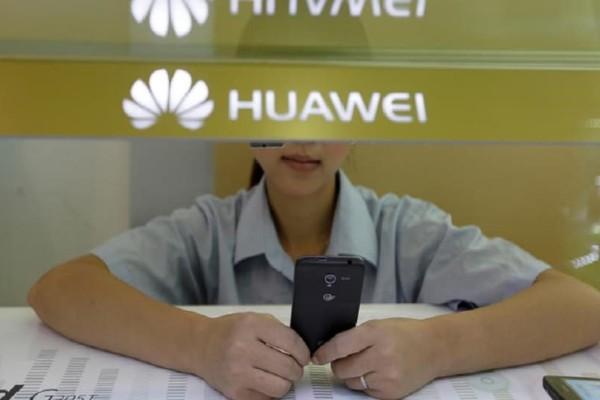 Huawei: Τιμώρησε υπαλλήλους της γιατί έστειλαν εταιρικές ευχές με... iPhone!