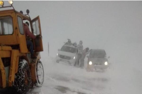 Θρίλερ στο Καρπενήσι: Εγκλωβίστηκαν 8 άτομα από χιονοθύελλα!